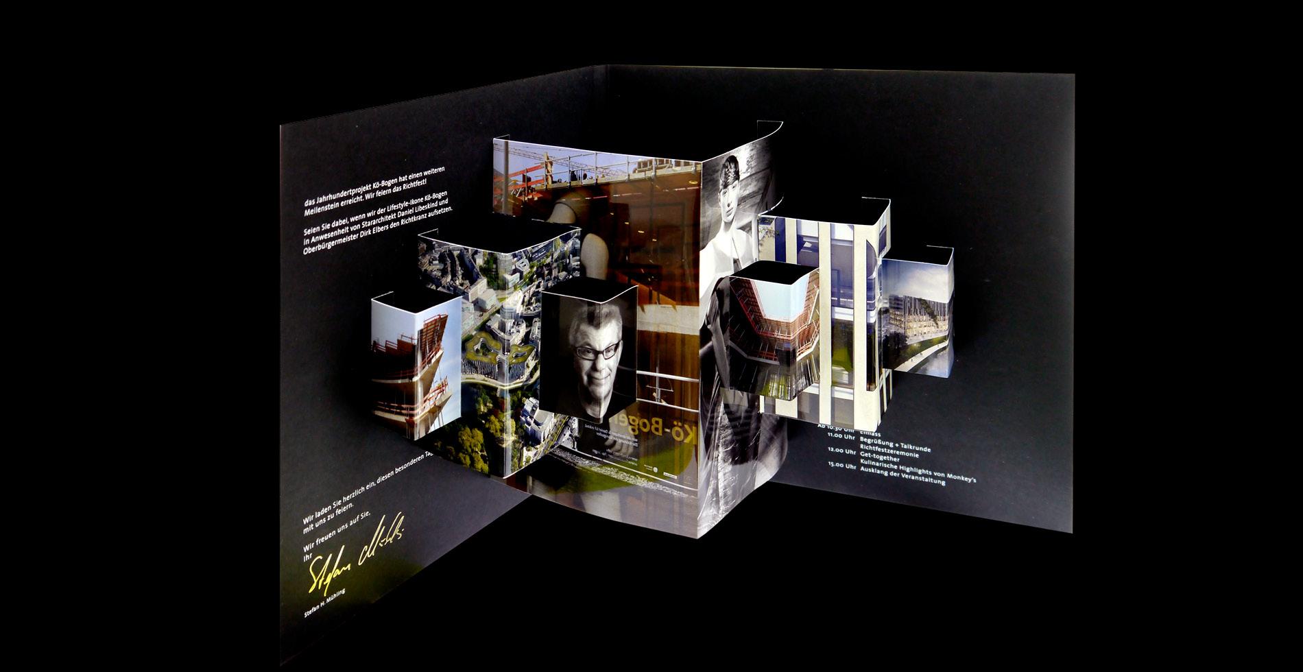 aufgeklappte Einladung zum Koe-Bogen Richtfest zur Vermarktung der Gewerbeimmobilie Koe-Bogen